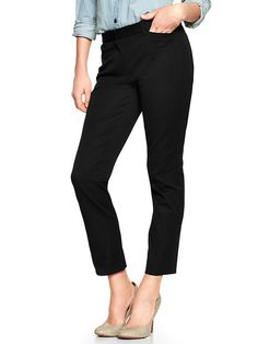 Slim cropped pants - Smart and structured, our slim cropped pant is a modern classic. Whether paired with a T and flats or blazer and heels, youre sure to look polished and put-together. Formal Pants Women, Pants For Women, Clothes For Women, Work Clothes, Black Trousers, Cropped Trousers, Work Trousers, Work Wardrobe, Capsule Wardrobe