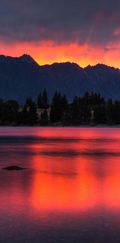 Lake Wakatipu and the Remarkables Mountains, Queenstown NZ