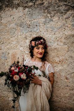 50 coiffures de mariage 2021 qui vous serviront de modèle ! Marie, Coarse Hair, Shirt Hair, Curly Bun, Wedding Braids, Wedding Planner, New Hairstyles, Dress Collection