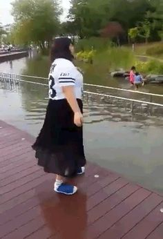 #Prankster Failed to throw lady in #water and #fell himself