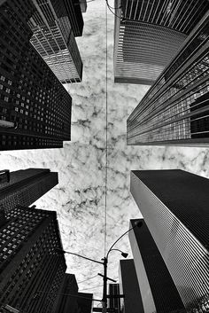 New York by fisheye I was able to do this with two childhood friends shortly after my mother's death. I was able to stand in some of the same spots my father mother and siblings had visited when they came here from Germany. New York Photography, Street Photography, Photographie New York, Photo New York, Ville New York, Tableau Design, Concrete Jungle, The Places Youll Go, Black And White Photography