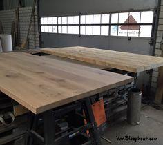 Verlijmd eiken tafelblad en grove oude balken blad zijn klaar voor hun onderstel. #hout #sloophout #tafel