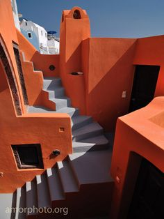I love the blue gray/orange combo. Santorini Island, Santorini Greece, Mediterranean Architecture, Architecture Details, Greek House, Greek Isles, Greece Travel, Stairways, Vacation Spots