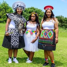 African Fashion Skirts, South African Fashion, African Fashion Designers, Zulu Traditional Wedding, African Traditional Wear, Red Wing Boots, African Wear, African Women, African Wedding Cakes