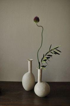 Bud Vases, Flower Vases, Flower Arrangements, Ceramic Clay, Ceramic Pottery, Pottery Techniques, Vase Shapes, Ceramic Flowers, Pottery Studio