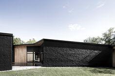 Einfamilienhaus in Quebec / Paint it Black - Architektur und Architekten - News / Meldungen / Nachrichten - BauNetz.de