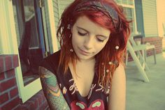 White Girl Dreads, Dreads Girl, Undercut Hairstyles, Cool Hairstyles, Short Dreads, Hippie Hair, Hippie Life, Beautiful Dreadlocks, Girls With Red Hair