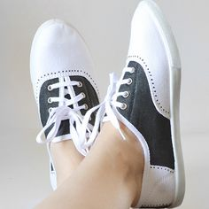 Painted Faux Saddleshoes Tutorial at Mom Spark! Faux saddle shoes you can make at home with paint! Great for Halloween! Sock Hop Costumes, Grease Costumes, Pirate Costumes, Group Costumes, Halloween Costumes, Halloween Crafts, 1950s Costumes, Teen Costumes, Woman Costumes