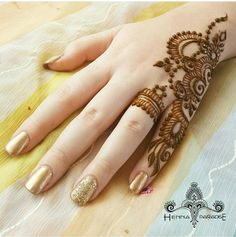 Mehndi is something that every girl want. Arabic mehndi design is another beautiful mehndi design. We will show Arabic Mehndi Designs. Henna Hand Designs, Mehandi Designs, Mehndi Designs Finger, Simple Arabic Mehndi Designs, Mehndi Designs 2018, Mehndi Designs For Beginners, Modern Mehndi Designs, Mehndi Designs For Girls, Mehndi Design Photos