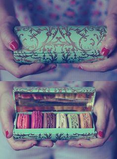 Mooi doosje met Macarons van Laduree uit Parijs