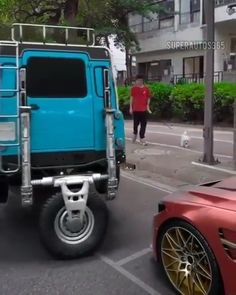 A cool parking concept! Weird Cars, Cool Cars, Crazy Cars, 3008 Peugeot, Peugeot 206, Supercars, Vw T3 Doka, Accessoires 4x4, Jeep Wrangler Accessories