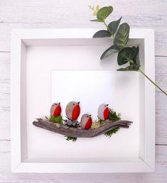 Kiesel Kunst, Pebble Art Familie, Familie Kiesel Kunst , Pebble Bild , Pebble Art Vögel , Pebble Art Robins. ......................................................................... Kiesel Art Robins auf einem Treibholz-Protokoll. Eine schöner Kunst Schöpfung, die ein schönes