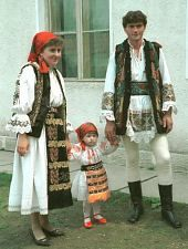 Folk costumes of Monor, Şieuţ valley, Romania Medieval Costume, Folk Costume, We Are The World, People Of The World, Romania People, European Costumes, Popular Costumes, Romanian Girls, Native American Wisdom