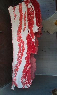 Bacon & Egg, knitted art installation by Daan de Boer. Final graduation work at the Academy of Arts Minerva, Groningen 2012