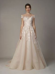 Looking for a wedding dress? We combed through all of Bridal Fashion Week. See the 9 wedding dress trends we're loving right now 2018 Wedding Dresses Trends, Fall Wedding Dresses, Colored Wedding Dresses, Bridal Dresses, Wedding Gowns, Bridesmaid Dresses, Fall Dresses, 1920s Wedding, Wedding List