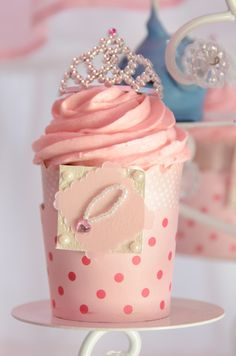 Cucpakes at a Cinderella Party #cinderella #cakepops