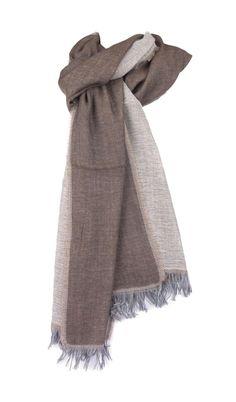Sciarpa Serie Lusso SCIARPA KOI WV Testa di Moro Sciarpa made in italy, in pura lana 55% e viscosa 45%. Larghezza 41 cm. lunghezza 172 cm.