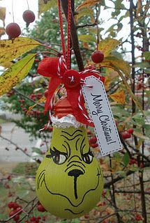 The Grinch Craft Project out of a lightbulb!