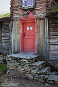 Old Red Door in Roeros, Norway - Photo by Aslak Tronrud