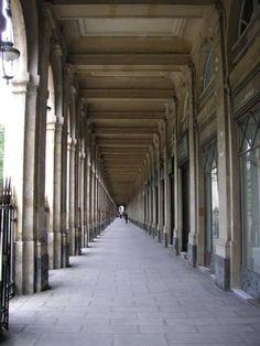 mettre+les+choses+en+perspective+(il+faudrait+re)+:+Etonnant+qu'il+y+ait+si+peu+de+monde,+l'heure+est+favorable+et+le+lieu+touristique.+Je+sors+moi-même+d'un+fort+bon+déjeuner.  [Jardins+du+Palais+Royal,+Paris,+lundi+21+juillet+2008]+|+gilda_f