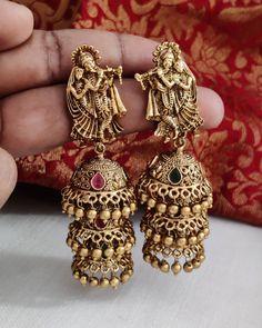 Gold Jhumka Earrings, Gold Earrings Designs, Antique Earrings, Antique Jewelry, Gold Temple Jewellery, Fancy Jewellery, Gold Jewellery Design, Gold Jewelry Simple, Stylish Jewelry