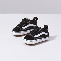 Shop bestselling Baby's Shoes at Vans including Infant Slip Ons, Authentics, Low Top, High Top Shoes & More. Shop Baby Shoes at Vans today! Cute Baby Shoes, Baby Boy Shoes, Crib Shoes, Toddler Shoes, Girls Shoes, Infant Boy Shoes, Camouflage Baby, Vans Bebe, Funny Baby Clothes