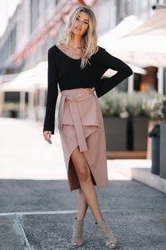Envelope skirt - dark biege in 2019 fashion kläder, kjol, vä Dresses Elegant, Elegant Outfit, Sexy Dresses, Look Fashion, Trendy Fashion, Womens Fashion, Fashion Trends, Fashion 2018, Fashion Fashion