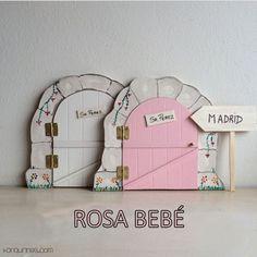 Haz de la caída de los dientes de leche de los niños un momento especial y mágico con esta original puerta del Ratoncito Pérez 100% artesanal. Color rosa bebé (PVP: 19,95 € + Gastos de envío)