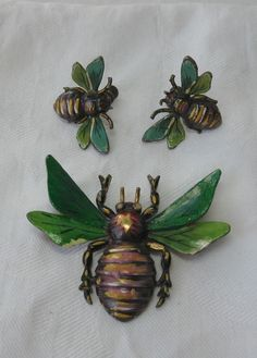 Art Deco Bee Earrings and Brooch Bee Jewelry, Insect Jewelry, Art Deco Jewelry, Antique Jewelry, Vintage Jewelry, Gold Jewellery, I Love Bees, Beautiful Bugs, Bees Knees