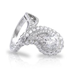 Aaargh!! I have found my DREAM ENGAGEMENT RING!! ❤ Paisley  Diamond Ring. New Wonderland Collection 2012