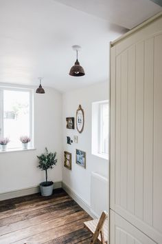 Neutral wickes kitchen with vintage details