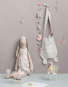 Maileg Catalogue Spring/Summer 2016 by Erik Mailil - issuu Maileg Bunny, Knitted Dolls, Cute Dolls, Spring Summer 2016, Dollhouse Furniture, Arts And Crafts, How To Make, Kids, Instagram Posts