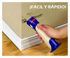 Rodillo recargable Retoques para trabajos de precisión, con esponja antigoteo y cierre hermético.