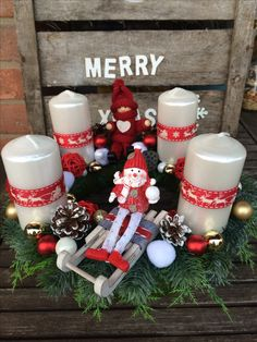 Advent wreath centerpiece diy craft white red sleigh snowman pine bow candles
