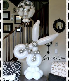 One of my favourites from a salon grand opening. Balloon Table Centerpieces, Balloon Decorations, Balloon Ideas, Balloon Columns, Balloon Arch, Columns Decor, Salon Party, Deco Ballon, Baby Shower Deco