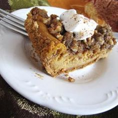 Pumpkin Pecan Cheesecake - our Thanksgiving dessert! It's supposed to taste like Cheesecake Factory's. Double the pecan topping. Just Desserts, Delicious Desserts, Pecan Desserts, Cheesecake Recipes, Dessert Recipes, Yummy Recipes, Healthy Recipes, Pumpkin Pecan Cheesecake, Pecan Cobbler