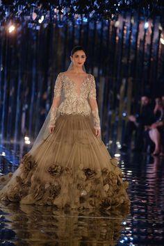 Manish Malhotra Bridal Gowns Indian Dresses 32 Ideas For 2019 Manish Malhotra Lehenga, Manish Malhotra Designs, Manish Malhotra Bridal, Manish Malhotra Collection, Manish Malhotra Designer Dresses, Designer Bridal Lehenga, Designer Gowns, Room Designer, Designer Handbags