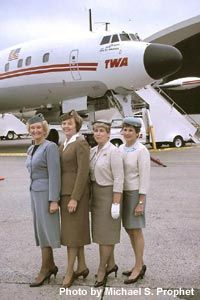 Flying First Class, Passenger Aircraft, Cargo Aircraft, Airline Uniforms, Best Airlines, Vintage Cabin, Air Travel, Airline Travel, Cabin Crew