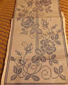 This Pin was discovered by Νέν Free Cross Stitch Charts, Filet Crochet Charts, Cross Stitch Pillow, Cross Stitch Borders, Crochet Borders, Cross Stitch Patterns, Crochet Patterns, Crochet Doilies, Crochet Lace