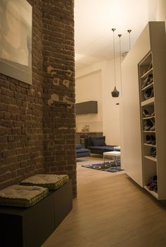 Meuble de dressing & meuble TV en assemblage de caisson IKEA BESTA. brique rouge  parquet chêne clair  nord Lille Loft, Ikea, Architecture, Alcove, Bathtub, Indoor, Assemblage, Bathroom, Wordpress