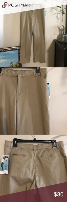 NWT LEE straight leg relaxed fit Be sure to check out my bundle deals!!!  I love offers too 😍 LEE Pants Straight Leg