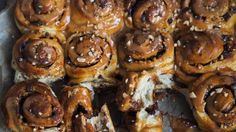 Salted caramel, chocolate and peanut buns - Ida Gran-Jansen Sweet Box, Pretzel Bites, Doughnut, Cake Decorating, Easy Meals, Easy Recipes, Food And Drink, Sweets, Bread