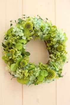 Fresh preserved green wreath 'Mist'