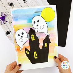 Bobble Ghost Halloween Craft for Kids A fun Halloween paper craft kids will love! These playful ghosts will bounce above their haunted house. An easy Halloween craft for kids, from preschool to elementary and can be completed with our printable templates. Halloween Crafts To Sell, Halloween Decorations For Kids, Halloween Crafts For Toddlers, Dollar Store Halloween, Christmas Crafts For Kids, Halloween Diy, Diy For Kids, Craft Kids, Halloween Printable