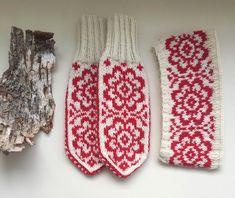 Mittens, Christmas Stockings, Monogram, Knitting, Holiday Decor, Mini, Breien, Fingerless Mitts, Needlepoint Christmas Stockings