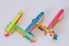 Experimentos para niños. Catapultas explosivas. - AEIOUTURURU | Talleres creativos para peques Measuring Spoons, Catapult, Wood Slats, Augmented Reality, Jelly Beans, Objects