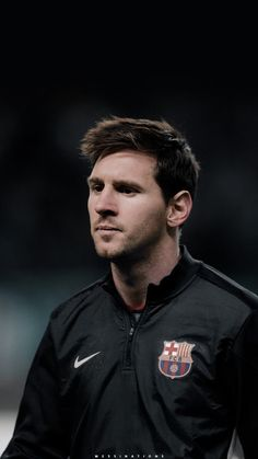 Lionel Messi Concentrated before the match for Barcelona. Focus and determination . Lionel Messi Biography, Lionel Messi Quotes, Lional Messi, Messi Soccer, Lionel Messi Barcelona, Barcelona Football, Best Football Players, Soccer Players, Ronaldo