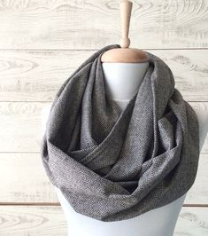 Pure wool herringbone men infinity scarf , soft and warm. Its wide enough and long to make two comfortable loops or you can just wear it as a single loop. The edges are profesionally overlocked. Material: 100% wool Length: 160 cm apprx Width: 80 cm apprx Color: black and white