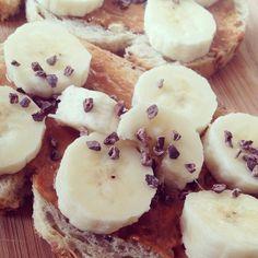 Heerlijk.. pindakaas banaan cacao nibs #fitdutchies #fitspiration #eefjesfinest #healthylifestyle #foodie
