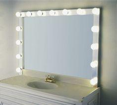 schminkspiegel-mit-leuchten-super-cooler-look-weiße wand dahinter